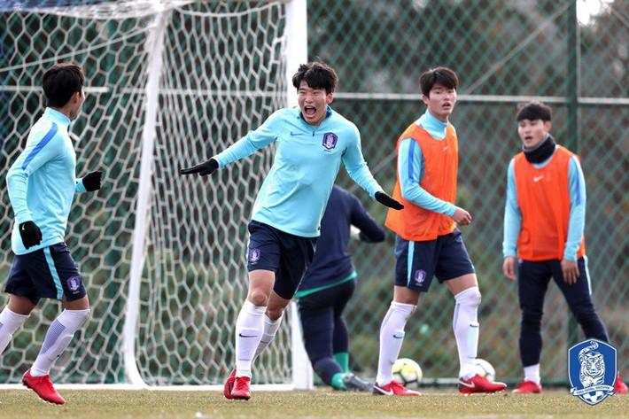 HLV U23 Hàn Quốc tiết lộ lối chơi, đề cao hàng công U23 Việt Nam - Ảnh 3.