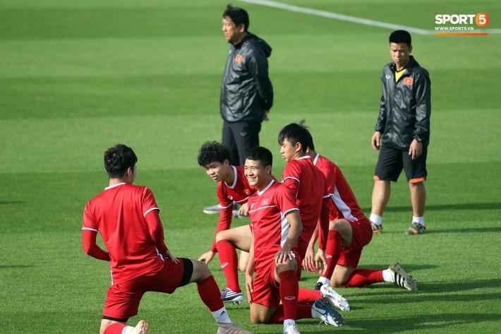 HLV Park Hang-seo nhắc nhở Chinh đen, trăn trở nghĩ cách không thua Iran - Ảnh 2.