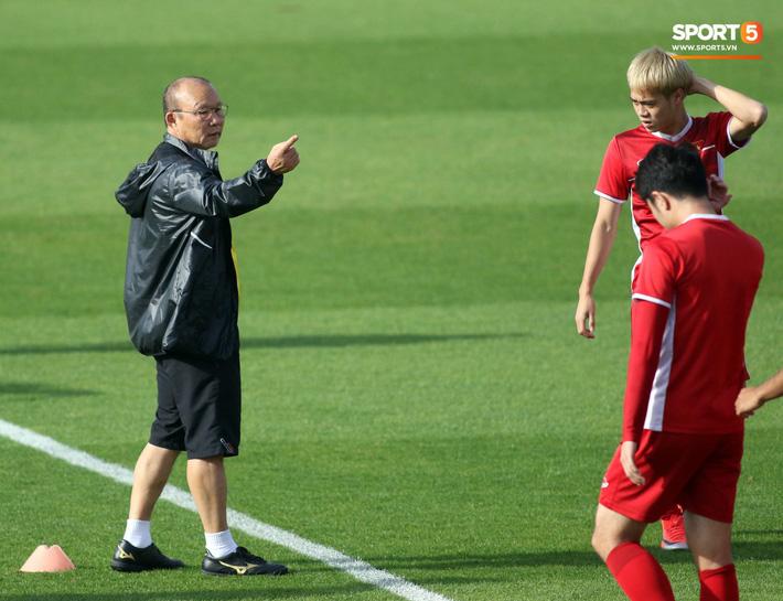 HLV Park Hang-seo nhắc nhở Chinh đen, trăn trở nghĩ cách không thua Iran - Ảnh 3.