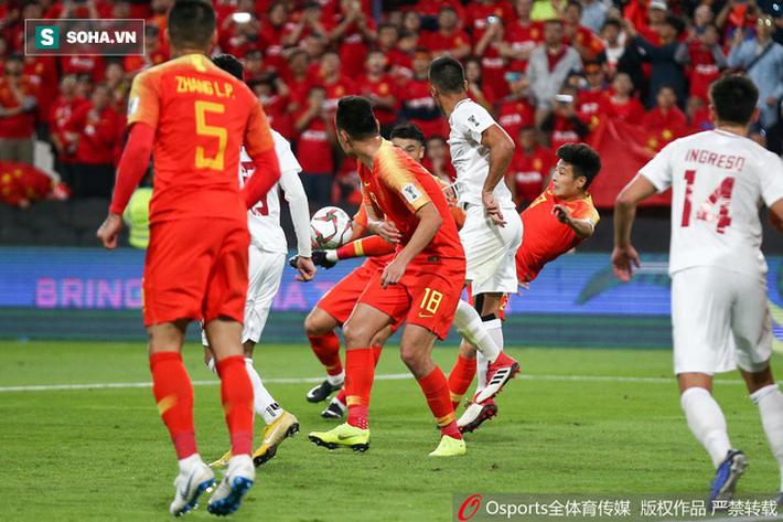Sau trận đầu kiên cường, đại diện ĐNÁ nhận kết quả phũ phàng trước Trung Quốc - Ảnh 2.