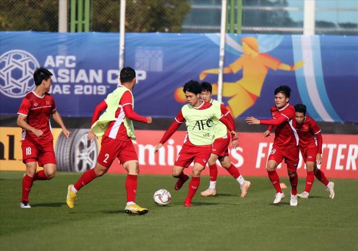 HLV Park Hang-seo lên dây cót tinh thần cầu thủ, mổ xẻ kĩ Iran - Ảnh 1.