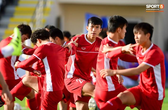 Xuân Trường rớm mồ hôi, tuyển Việt Nam vất vả thích nghi với cái nắng chói chang trước ngày đấu Iran - Ảnh 4.