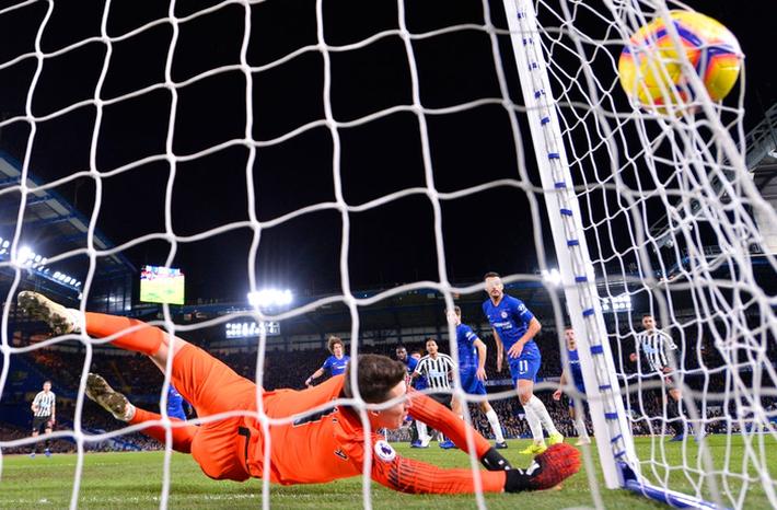 Tù trưởng Willian lập siêu phẩm, Chelsea chật vật hạ Newcastle 2-1 - Ảnh 5.