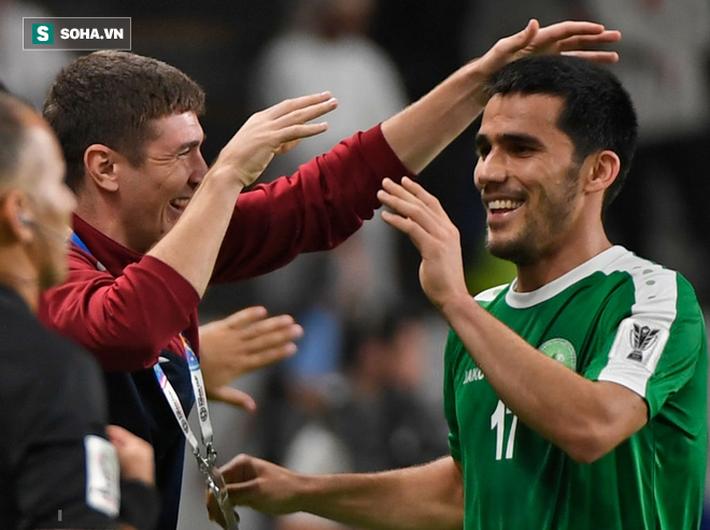 Ghi bàn thắng quý hơn vàng ở phút bù giờ chót, Oman buộc Việt Nam trông cả vào cơ hội cuối cùng - Ảnh 3.