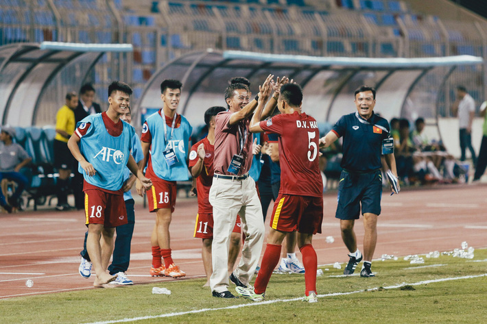 Sau chiếc vé hi hữu, là bài học tiền không mua được của các học trò HLV Park Hang-seo - Ảnh 3.