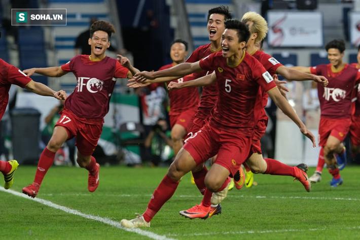 Nhìn Thái Lan, mới thấy sức mạnh vá trời lấp biển của đội tuyển Việt Nam đến từ đâu - Ảnh 2.
