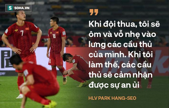 Giữa bão giông, hãy giữ cho những cái vỗ lưng ấm áp, HLV Park Hang-seo nhỉ? - Ảnh 1.