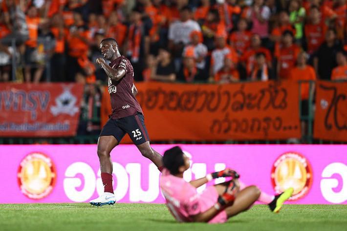 Tới Buriram United, Xuân Trường là đồng đội cựu sao Ngoại hạng Anh - Ảnh 2.