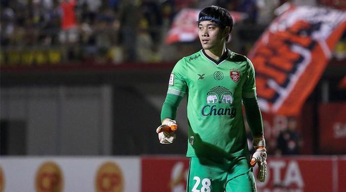 Cựu tuyển thủ U23 Thái Lan ngậm ngùi rời Muangthong sau sự xuất hiện của Đặng Văn Lâm - Ảnh 1.