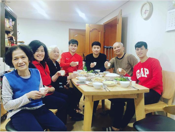 Đình Trọng nhớ cơm mẹ nấu, nhớ những người bạn Việt Nam da diết - Ảnh 2.
