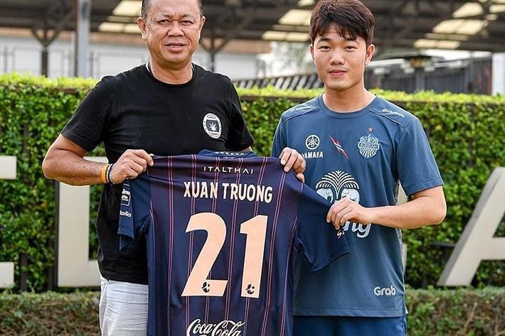 Vì sao cầu thủ Việt xuất ngoại đá thuê chỉ cập bến Châu Á? - Ảnh 1.