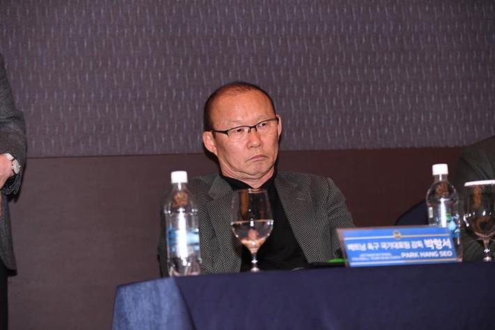 Biểu cảm đặc biệt của thầy Park trong ngày Công Phượng chính thức ra mắt Incheon United - Ảnh 2.