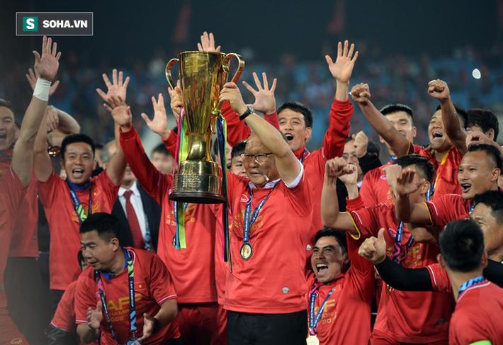 Từ lời than thở của thầy Park, đừng để bóng đá Việt Nam lâm cảnh tiếc vàng, mất em - Ảnh 2.