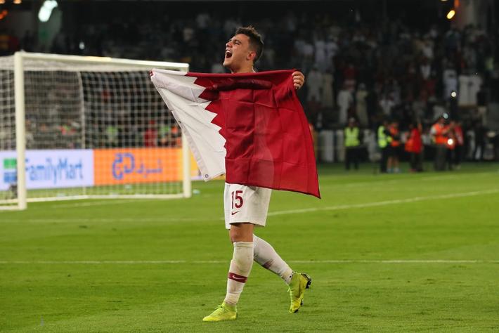 Muôn sắc thái của mỹ nam Bassam Hisham trong lễ ăn mừng vô địch Asian Cup 2019 của tuyển Qatar - Ảnh 5.