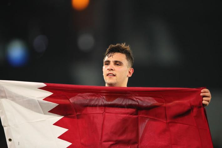 Muôn sắc thái của mỹ nam Bassam Hisham trong lễ ăn mừng vô địch Asian Cup 2019 của tuyển Qatar - Ảnh 6.