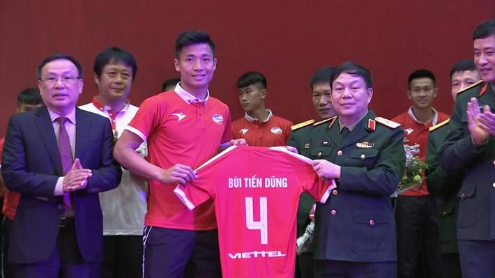 CLB Viettel xuất quân V-League 2019, Bùi Tiến Dũng làm đội trưởng - Ảnh 1.