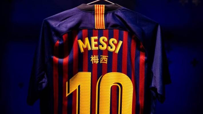 Đội bóng của Messi bị cấm mặc áo in chữ Trung Quốc sau lưng - Ảnh 1.