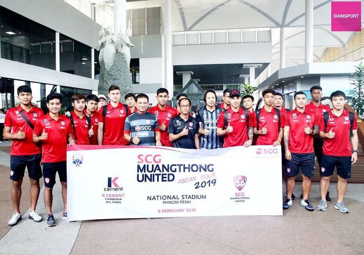 Cùng đội bóng mới, Văn Lâm tham gia hoạt động đầy ý nghĩa trên đất Campuchia - Ảnh 5.