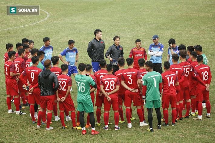 HLV Park Hang-seo đăm chiêu trước chấn thương dai dẳng của Vua phá lưới nội V.League 2018 - Ảnh 1.