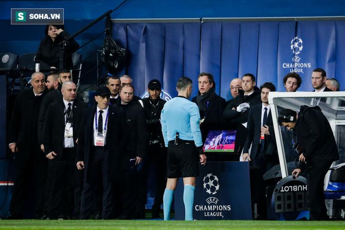 Sau phản ứng với trận thua Man United, Neymar đối diện án phạt nặng - Ảnh 1.