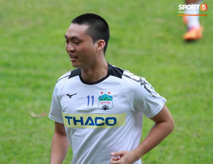 Từ bỏ mái tóc lãng tử, Tuấn Anh khiến fan sửng sốt với kiểu đầu mới đầy nam tính - Ảnh 3.