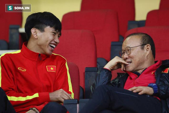 Văn Hậu thoải mái cười đùa với thầy Park giữa tin đồn có thể chuyển tới giải Bundesliga - Ảnh 6.