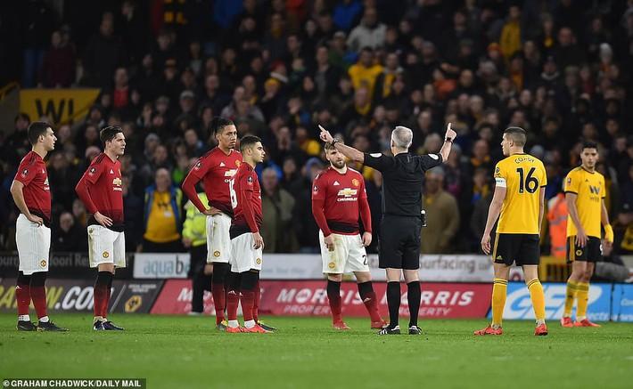 Gục ngã trước Bầy sói, Man United mở đường giành cúp cho Man City - Ảnh 2.
