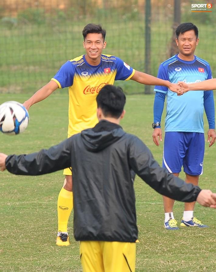 Trung vệ Nguyễn Văn Đạt: Cậu Tư em điển trai và nghệ sĩ của U23 Việt Nam - Ảnh 1.