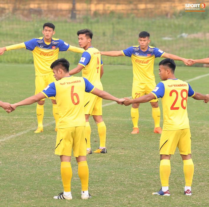 Trung vệ Nguyễn Văn Đạt: Cậu Tư em điển trai và nghệ sĩ của U23 Việt Nam - Ảnh 2.