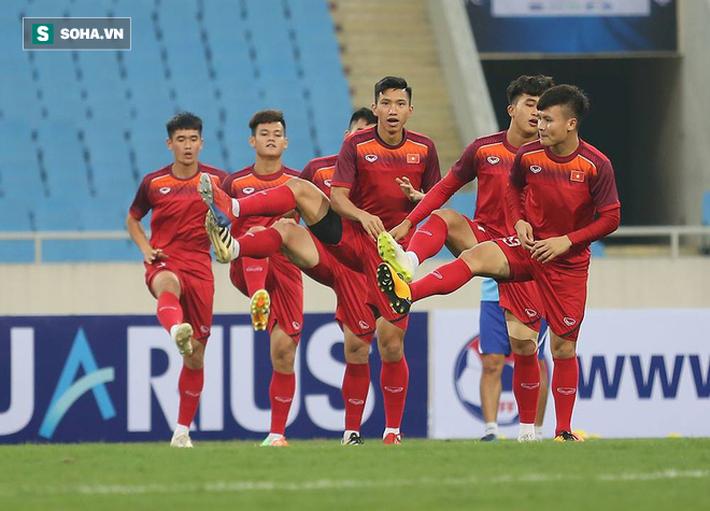Đến xem U23 Việt Nam, Bầu Tam cao hứng thưởng nóng 500 triệu đồng - Ảnh 4.