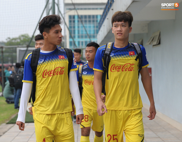 Trung vệ Nguyễn Văn Đạt: Cậu Tư em điển trai và nghệ sĩ của U23 Việt Nam - Ảnh 11.