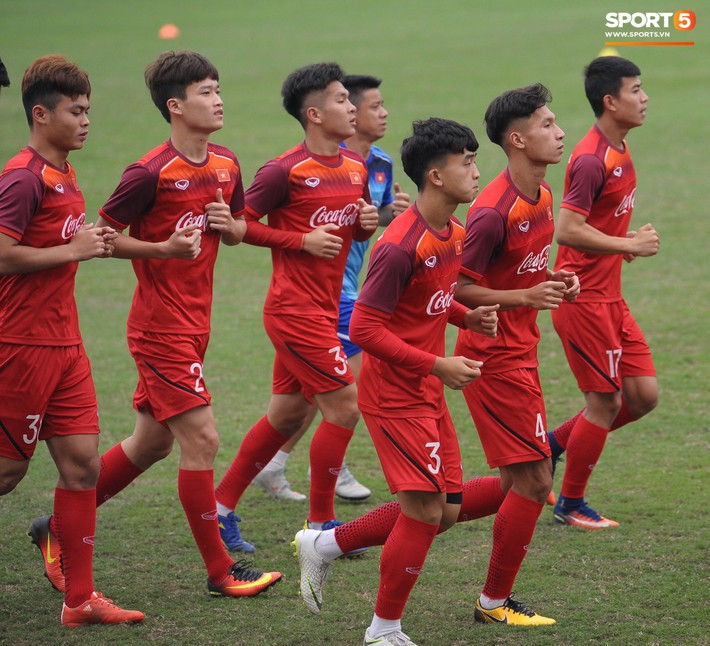 Trung vệ Nguyễn Văn Đạt: Cậu Tư em điển trai và nghệ sĩ của U23 Việt Nam - Ảnh 13.