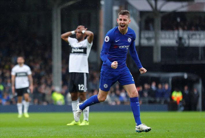 Ngày Sarri không còn được hút thuốc ở Stamford Bridge đang cận kề - Ảnh 2.