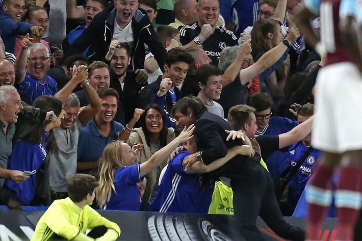Ngày Sarri không còn được hút thuốc ở Stamford Bridge đang cận kề - Ảnh 5.