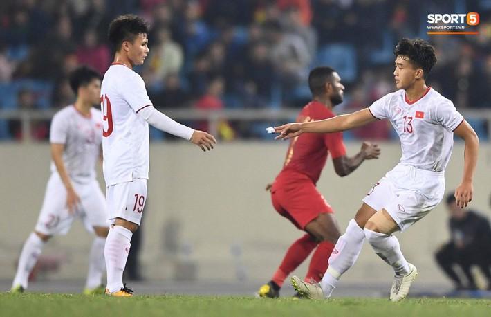 Bật mí mảnh giấy HLV Park Hang-seo nhắc bài Quang Hải trước khi U23 Việt Nam ghi bàn vào lưới Indonesia - Ảnh 1.