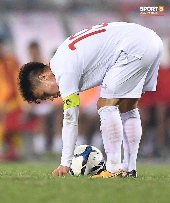 Bật mí mảnh giấy HLV Park Hang-seo nhắc bài Quang Hải trước khi U23 Việt Nam ghi bàn vào lưới Indonesia - Ảnh 4.