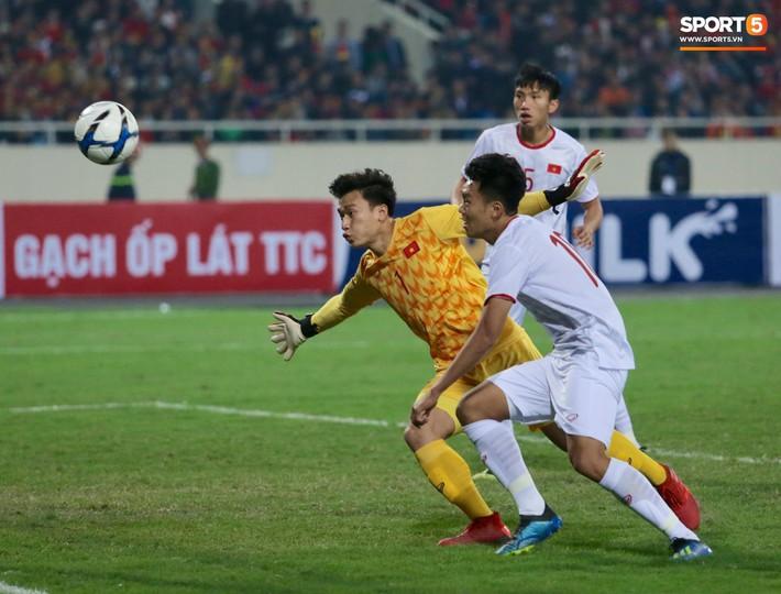 Bật mí mảnh giấy HLV Park Hang-seo nhắc bài Quang Hải trước khi U23 Việt Nam ghi bàn vào lưới Indonesia - Ảnh 6.