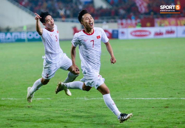 Bật mí mảnh giấy HLV Park Hang-seo nhắc bài Quang Hải trước khi U23 Việt Nam ghi bàn vào lưới Indonesia - Ảnh 9.