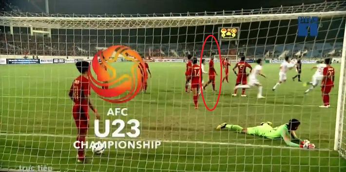 Hết khiêu khích lại đánh lén U23 Việt Nam, cầu thủ Indonesia nhận thẻ đỏ xứng đáng - Ảnh 2.