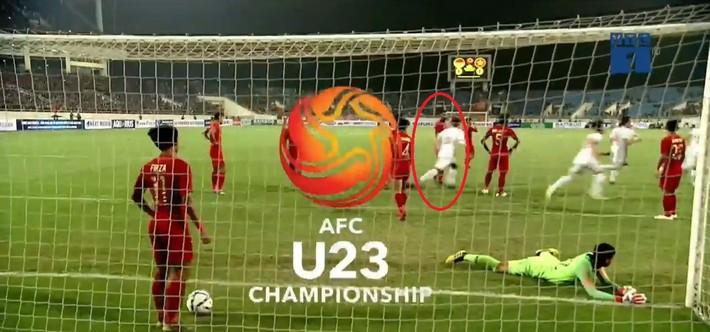 Hết khiêu khích lại đánh lén U23 Việt Nam, cầu thủ Indonesia nhận thẻ đỏ xứng đáng - Ảnh 3.