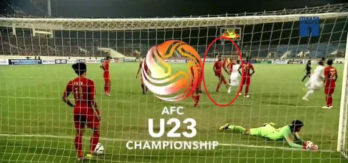 Hết khiêu khích lại đánh lén U23 Việt Nam, cầu thủ Indonesia nhận thẻ đỏ xứng đáng - Ảnh 4.