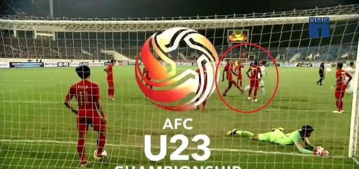Hết khiêu khích lại đánh lén U23 Việt Nam, cầu thủ Indonesia nhận thẻ đỏ xứng đáng - Ảnh 5.