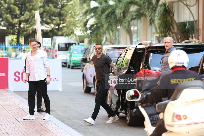 Cuối cùng David Beckham đã xuất hiện tại sự kiện ở TP.HCM: Ngôi sao quốc tế chuẩn bị gặp gỡ 2 cầu thủ Việt đình đám - Ảnh 3.
