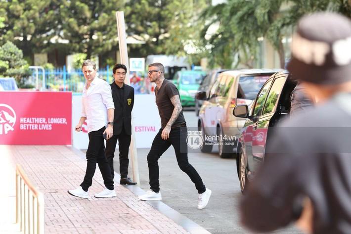 Cuối cùng David Beckham đã xuất hiện tại sự kiện ở TP.HCM: Ngôi sao quốc tế chuẩn bị gặp gỡ 2 cầu thủ Việt đình đám - Ảnh 6.