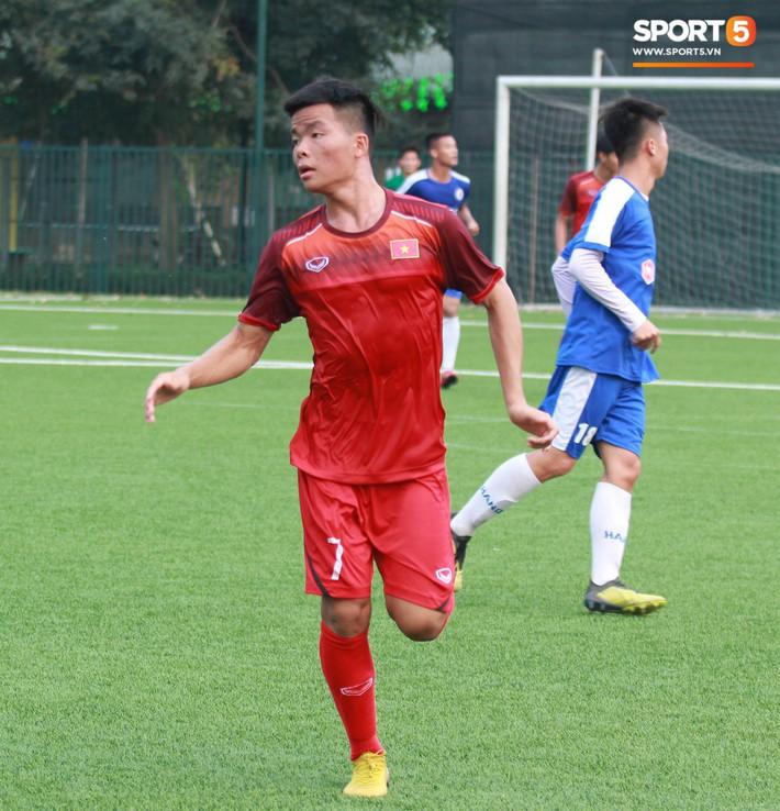 Top 5 cầu thủ nhỏ nhưng có võ của U18 Việt Nam - Ảnh 2.