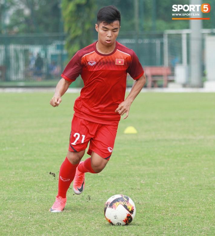 Top 5 cầu thủ nhỏ nhưng có võ của U18 Việt Nam - Ảnh 4.