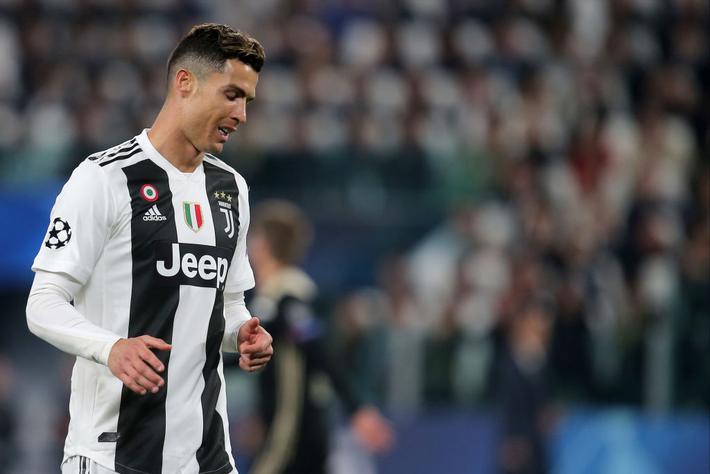 Ám ảnh khoảnh khắc Ronaldo ôm mặt buồn bã đến bất lực: Trong bóng đá, một cánh én đôi khi không thể làm nên được mùa xuân - Ảnh 4.