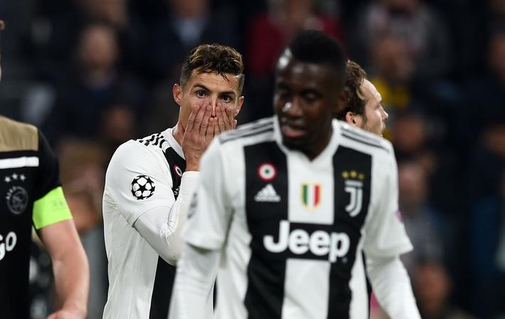 Ám ảnh khoảnh khắc Ronaldo ôm mặt buồn bã đến bất lực: Trong bóng đá, một cánh én đôi khi không thể làm nên được mùa xuân - Ảnh 5.