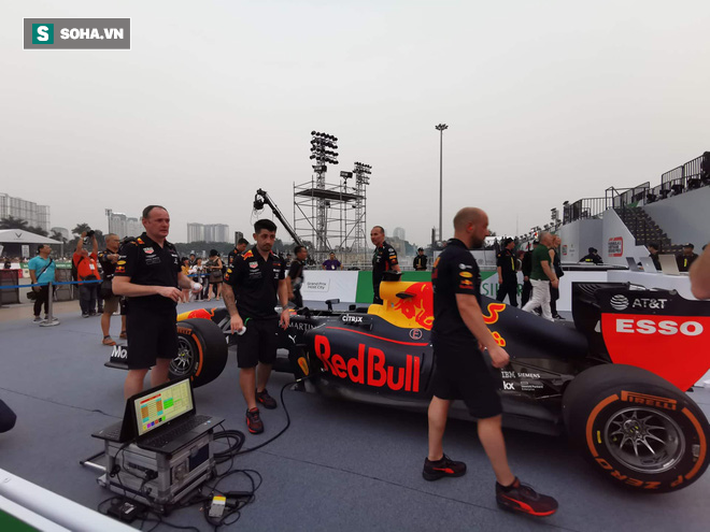 Box TV TRỰC TIẾP Khởi động F1 Việt Nam GP 2020: Quái thú F1 quẩy tung đường đua thử - Ảnh 15.