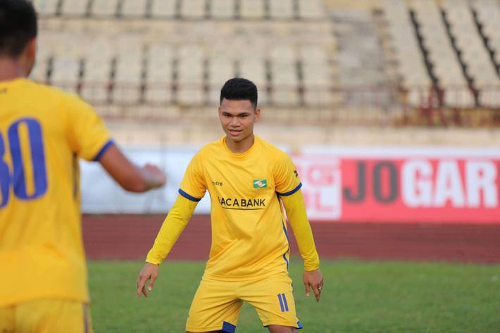 Xuân Mạnh trở lại tập luyện, thầy Park đón tin vui trước thềm Kings Cup tại Thái Lan - Ảnh 2.